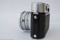 Voigtlander Dynamatic II 35mm rangefinder camera showing door lock