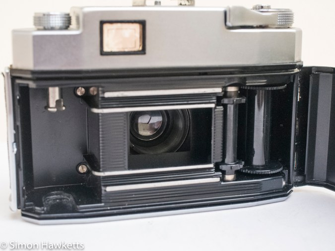 Zeiss Ikon Contina 35mm viewfinder camera showing film chamber
