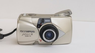 Olympus [mju:] II zoom 115 - lens open and camera on