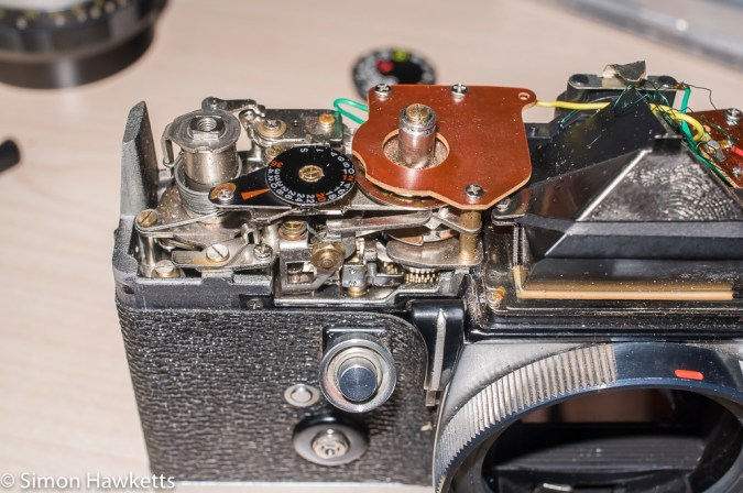 Petri FTII top cover removed - frame advance and shutter speed selection