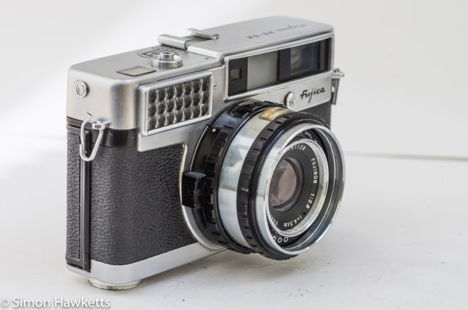 Fujica 35 SE 35mm rangefinder camera - side view showing film speed setting control and light cell