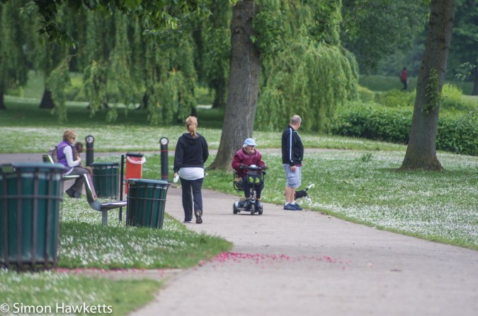 Tokina RMC 75 - 260 f/4.5 zoom sample pictures - people in the park