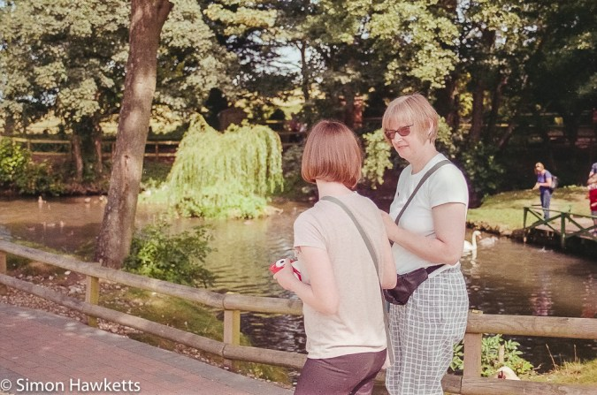 Minolta Dynax 700si sample pictures - Jan and Emma at Claythorpe Mill