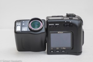 Nikon Coolpix 950 - split lens and body