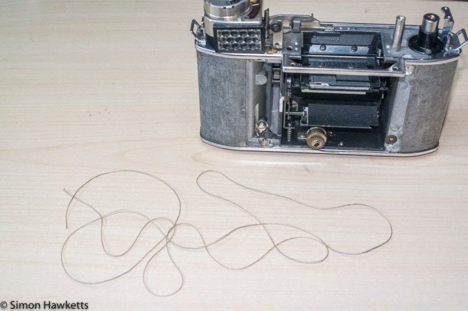 Retina Reflex S exposure meter re-string - starting with a fresh piece of cord