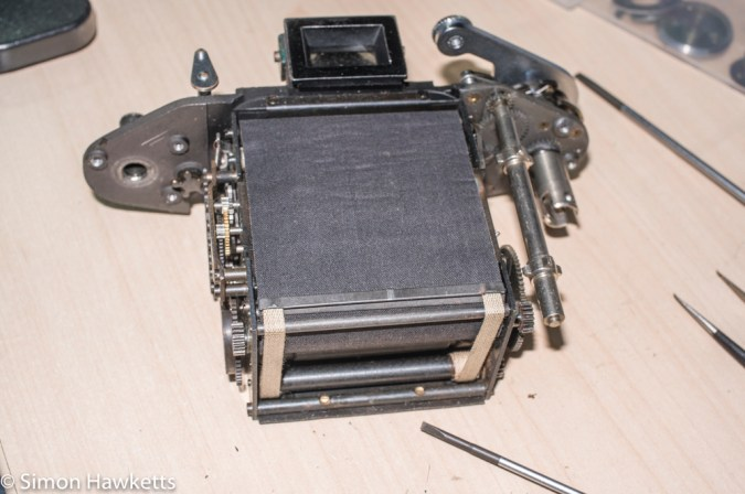 Exakta Exa II shutter repair  - Shutter unit out of body