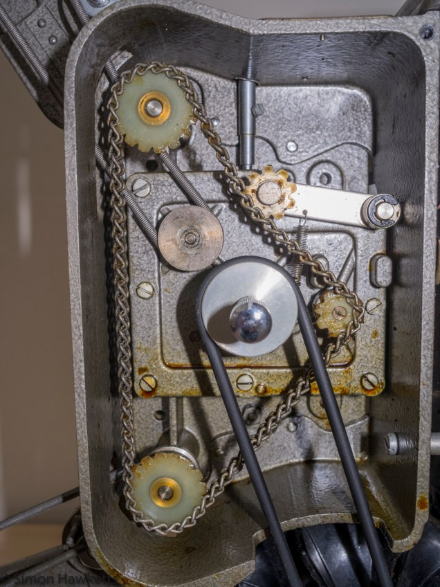 Specto 500 8mm cine projector - Inside the drive compartment