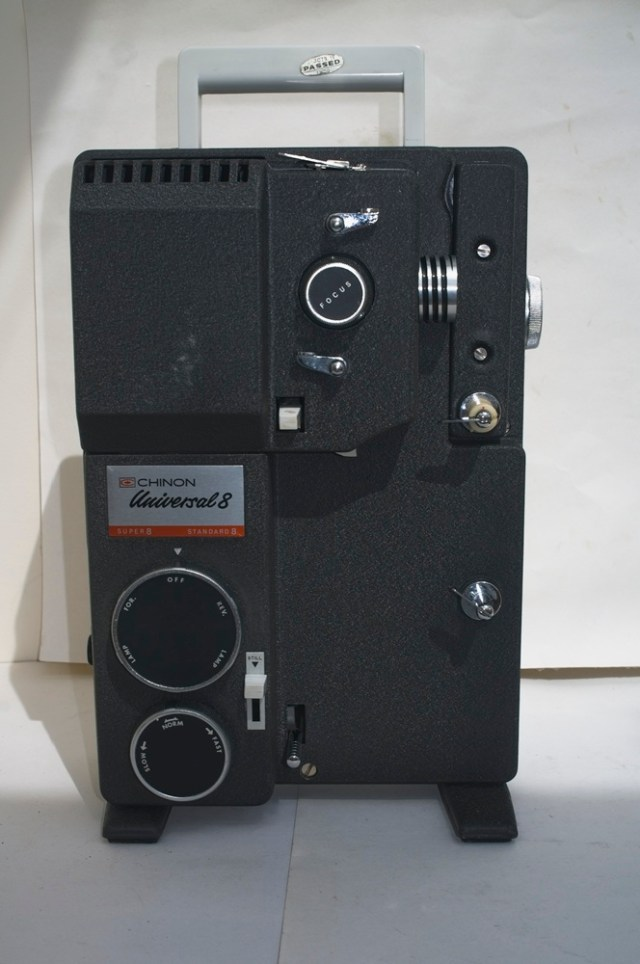 Chinon Universal 8 projector - View of projector with arm folded