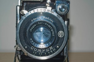 Folding Camera : Compur 8 speed shutter