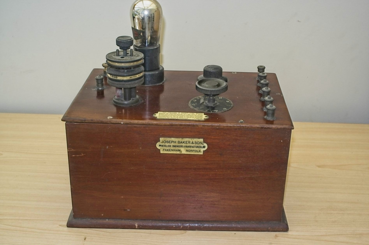 Joseph Baker single valve radio c1922