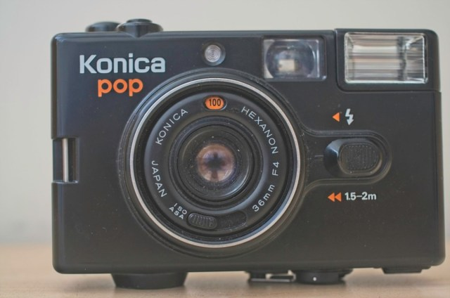 Konica Pop 35mm Snapshot camera from 1982 8