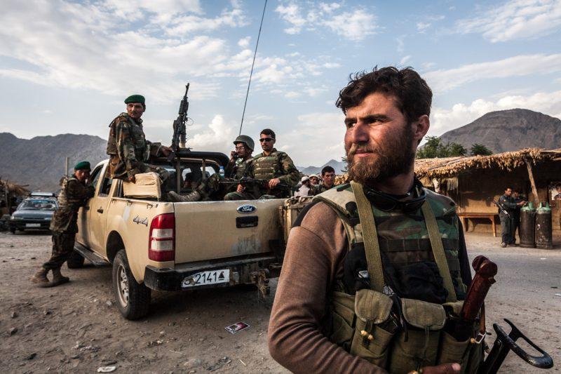 Ein Soldat der afghanischen Armee auf Patrouille in der Provinz Nuristan. (c) Simon Klingert