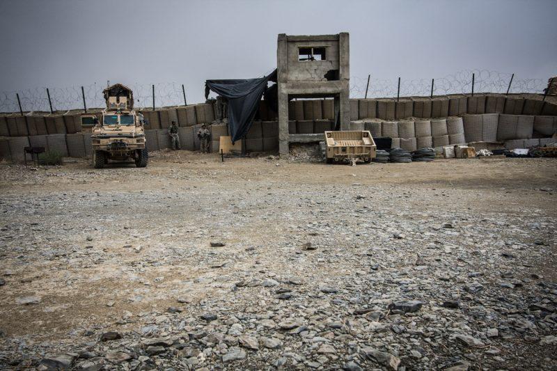 US-Soldaten suchen Schutz während eines Raketenangriffs auf einen Außenposten in Ost-Afghanistan. (c) Simon Klingert