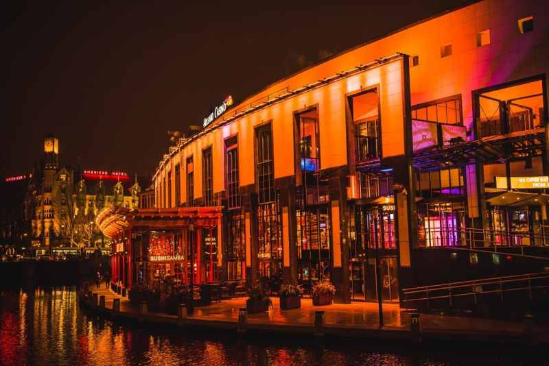 The picture shows you a casino located in Scheveningen, called Holland Casino. This is the header image of my online gambling Netherlands guide. Gambling and online gambling are is in the hands of the state in the Netherlands right now.