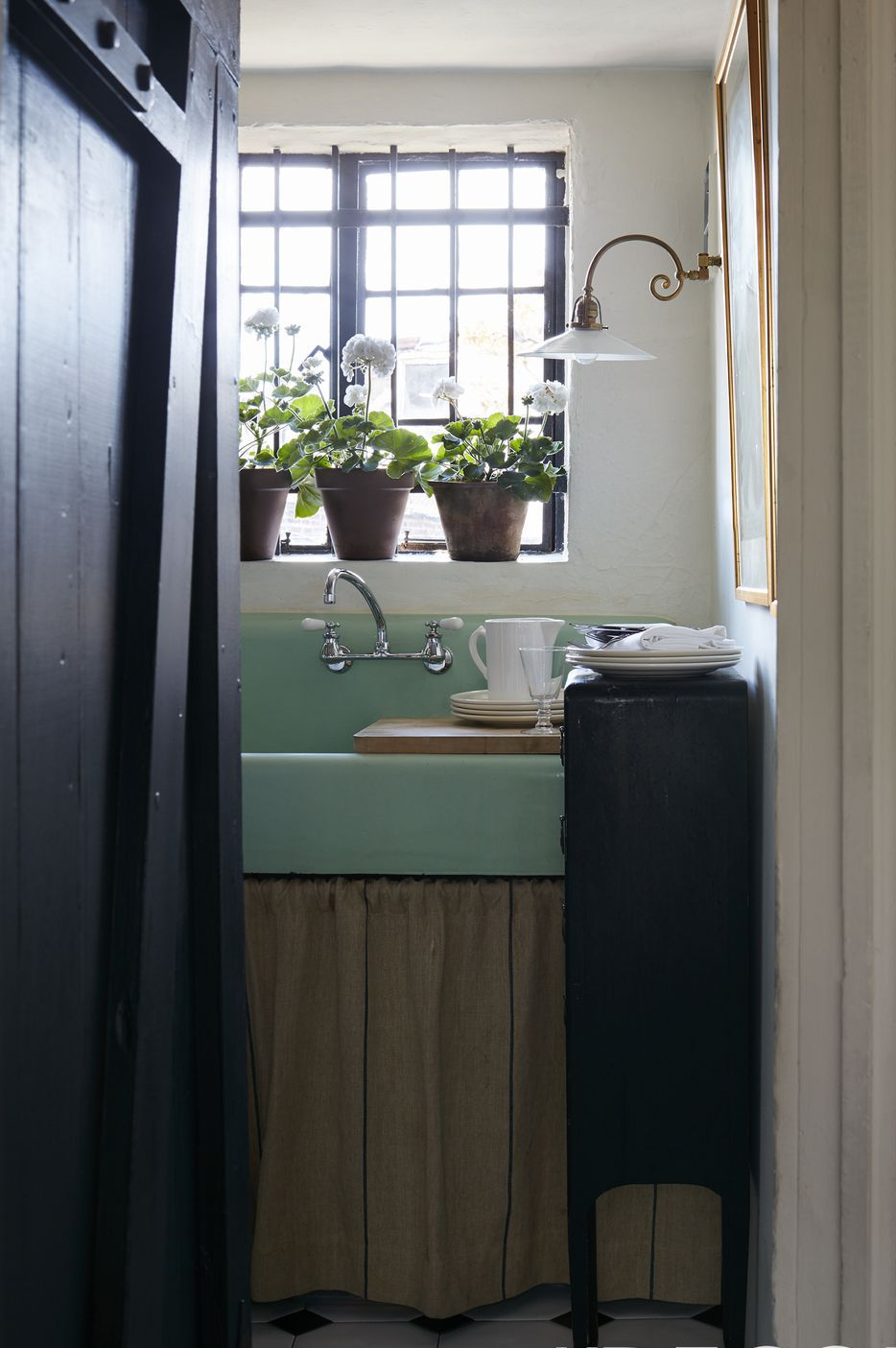 Greenwich Village penthouse, Ralph Lauren Home linen, French sconce