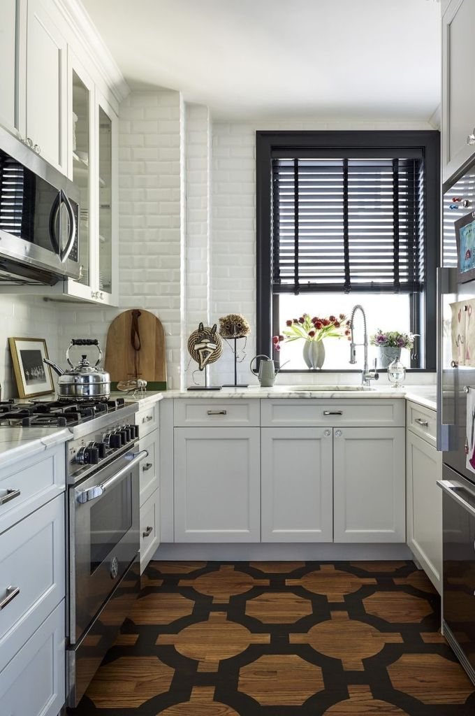 manhattan apartment, kimille taylor, bertazzoni oven, marble counters, painted oak