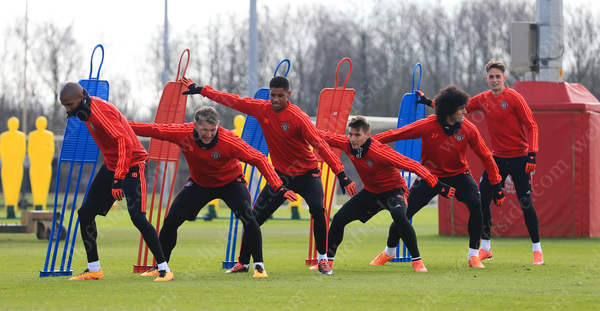 Man Utd players take part in a training exercise
