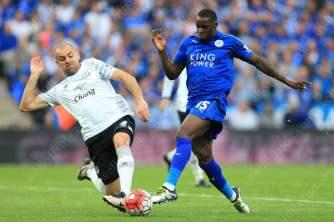 Darron Gibson of Everton tackles Jeffrey Schlupp of Leicester to concede a penalty