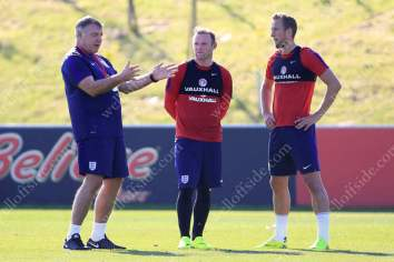 New England manager Sam Allardyce stands with Wayne Rooney (C) and Harry Kane