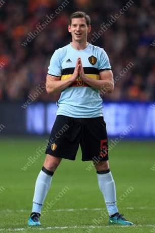 Jan Vertonghen of Belgium prays for better luck