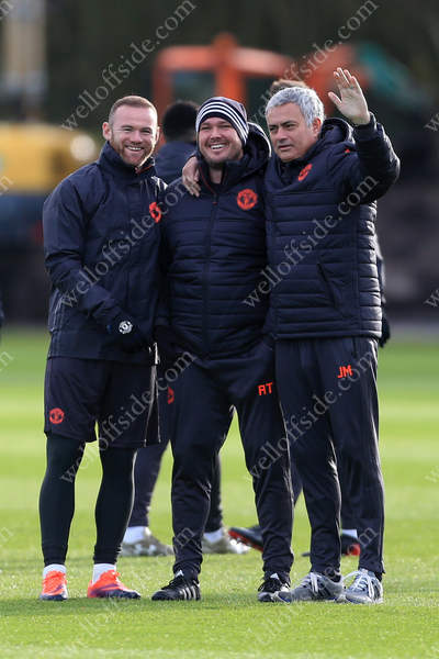 Wayne Rooney (L) and Man Utd manager Jose Mourinho (R) pose with Sports Therapist Rod Thornley