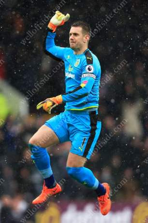 Burnley goalkeeper Thomas Heaton celebrates their 1st goal against Chelsea