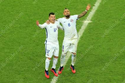Gary Medel of Chile (L) and teammate Arturo Vidal celebrate victory
