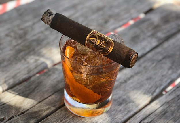 oliva cigar and old fashioned cocktail