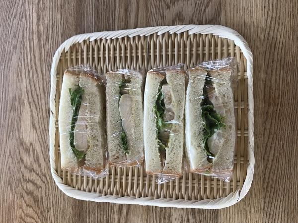蒸し鶏サンドイッチ
