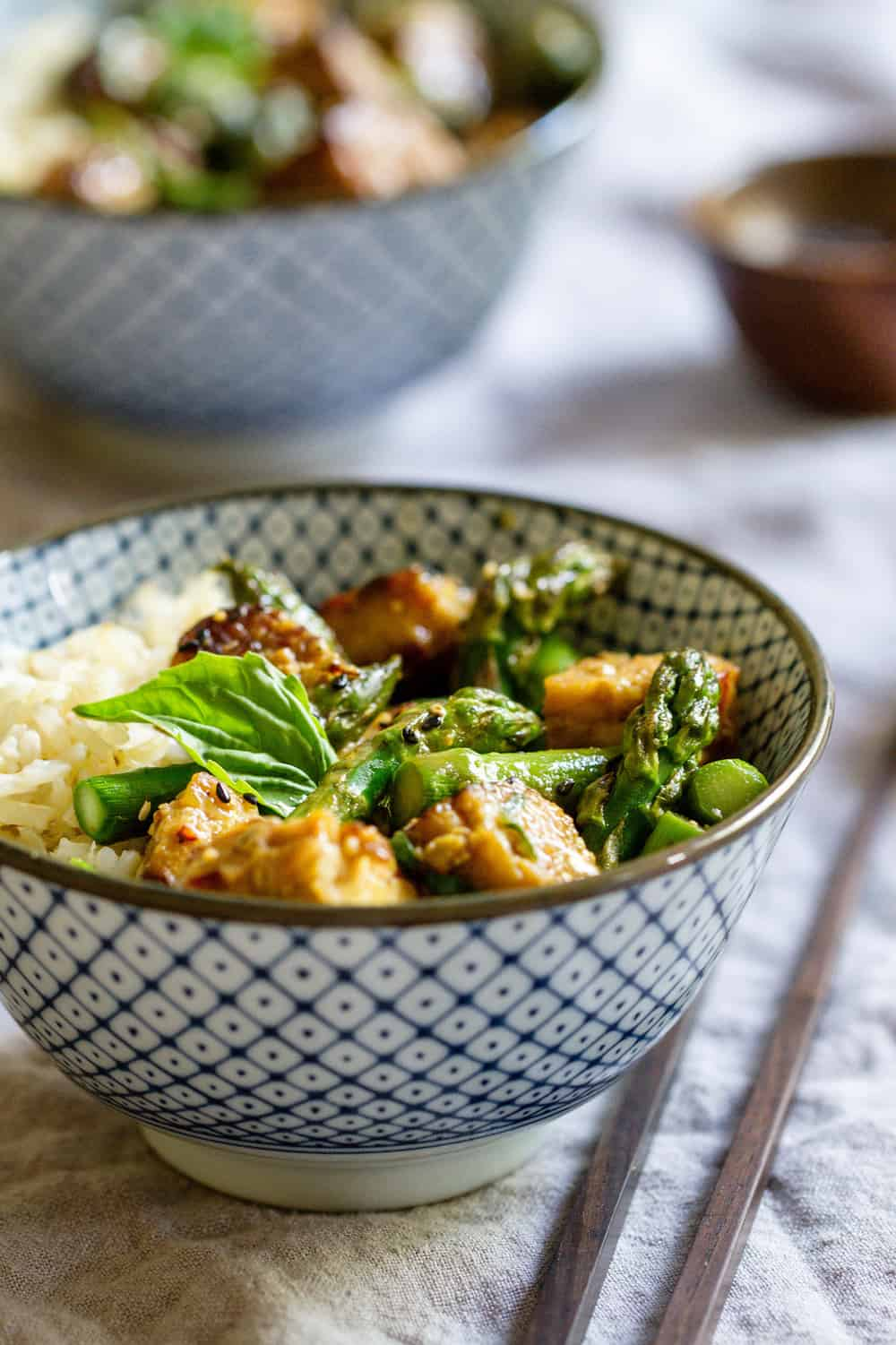 ROASTED ORANGE TEMPEH & ASPARAGUS IN A BOWL