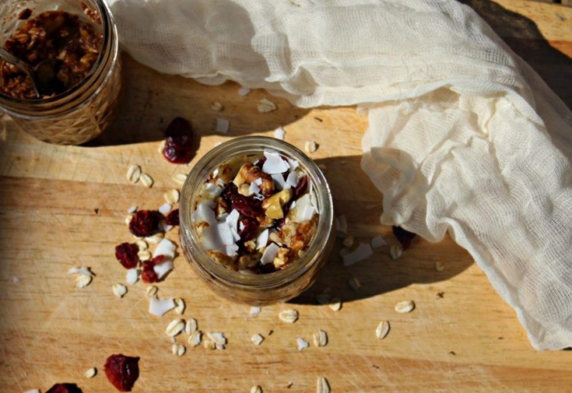 banana-chocolate-overnight-oats-with-walnuts-simple-and-savory-com