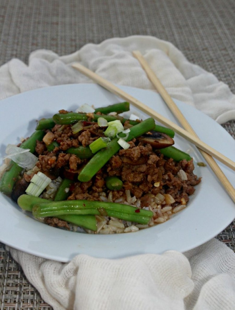 spicy-green-beans-with-roasted-pork