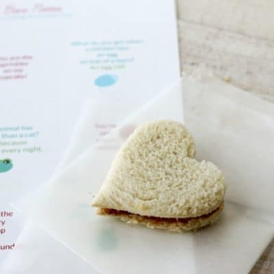 Lunchbox notes are a great trick to have up your sleeve when it comes to packing the kids' lunch boxes.