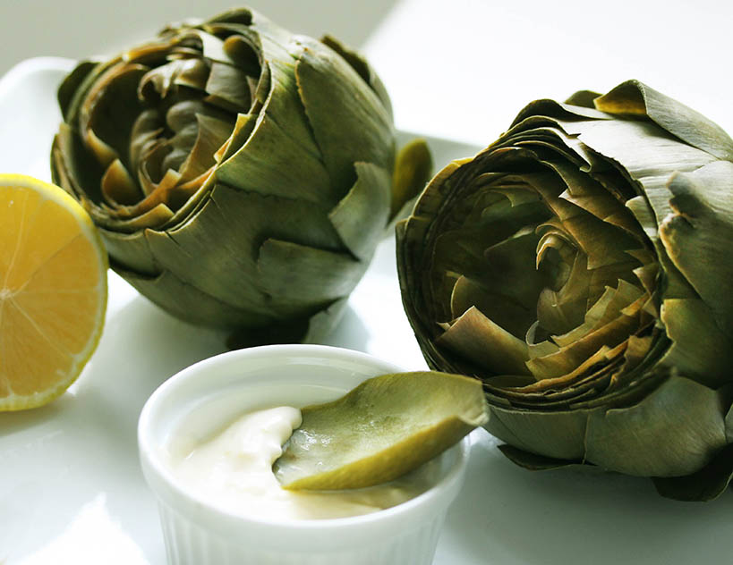 Steamed Artichokes with Garlic and Lemon Aioli Sauce