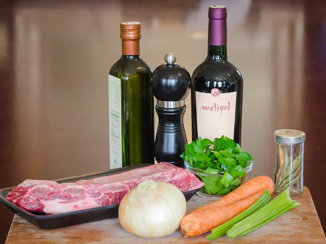Ingredients for making beef stock