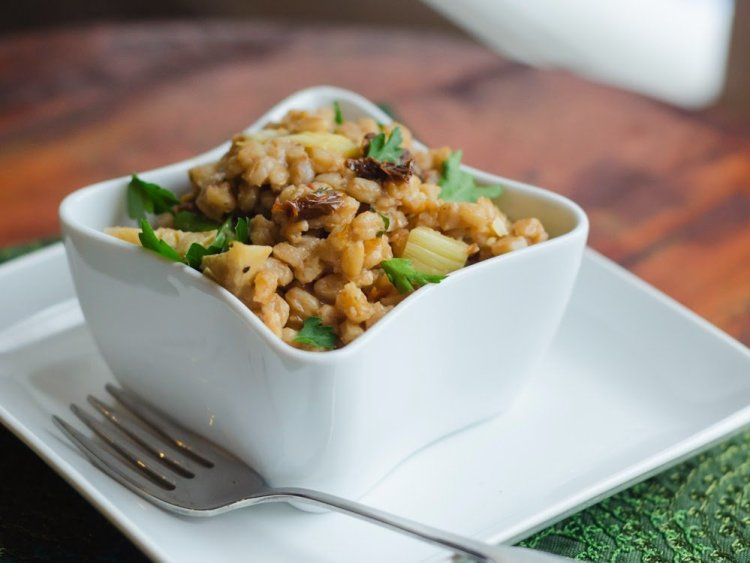 Farro Salad with Sun-Dried Tomatoes and Artichokes