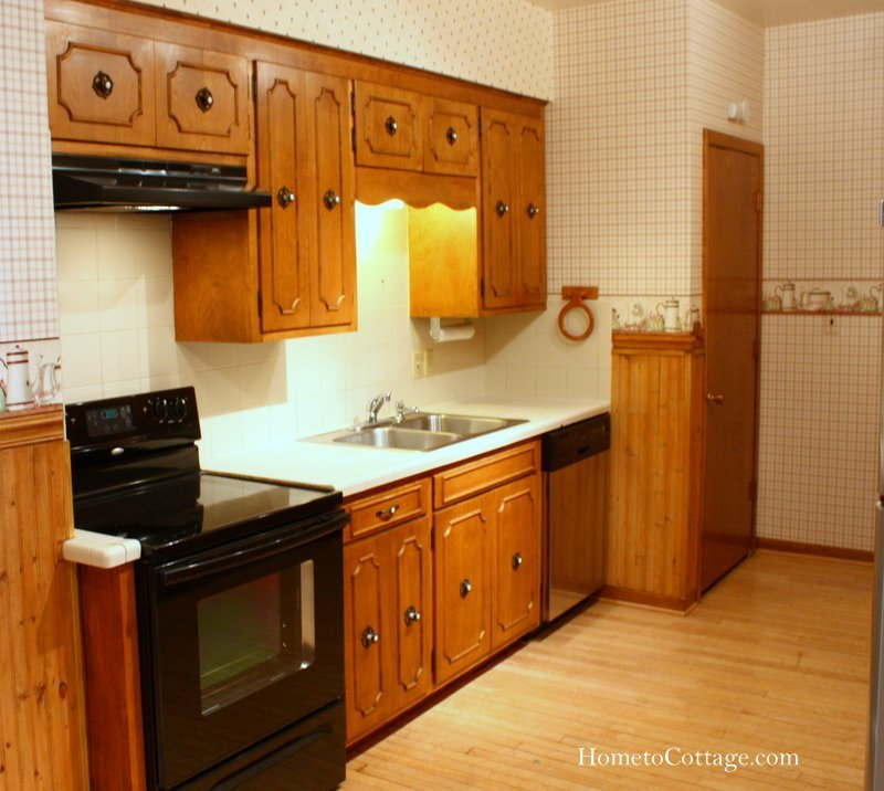 HometoCottage.com kitchen before renovation