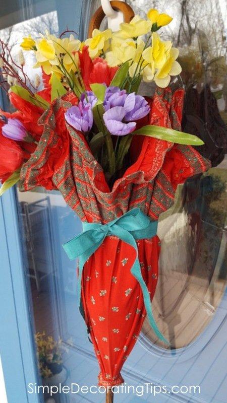 SimpleDecoratingTips.com bouquet done on door