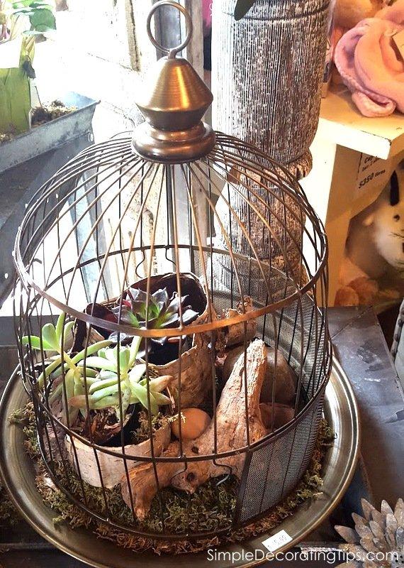 SimpleDecoratingTips.com birdhouse as planter