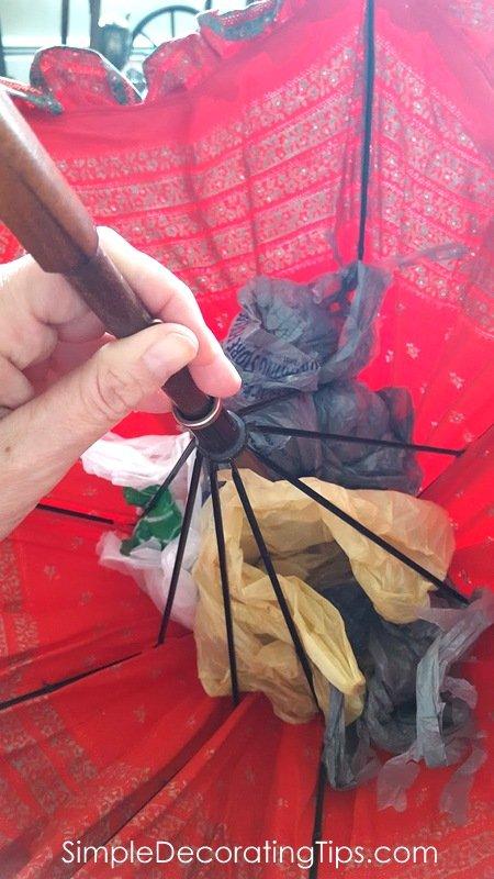 SimpleDecoratingTips.com plastic bags fill out parasol