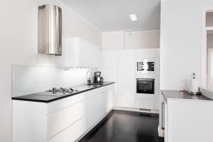 modern-black-white-interior-design-with-stylish-details-kitchen