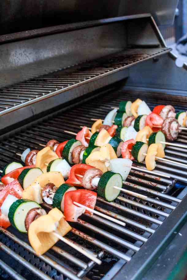 These delicious vegetable kabob skewers are a great summer meal idea. Make them on the grill or in the oven! #veggiekabobs #vegetableskewers #skewers