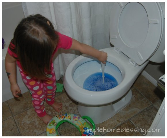Kids Clean Room Challenge - DAY 4 bathroom cleaning_