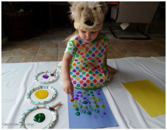 exploring art with toddlers - a simple indoor painting set up
