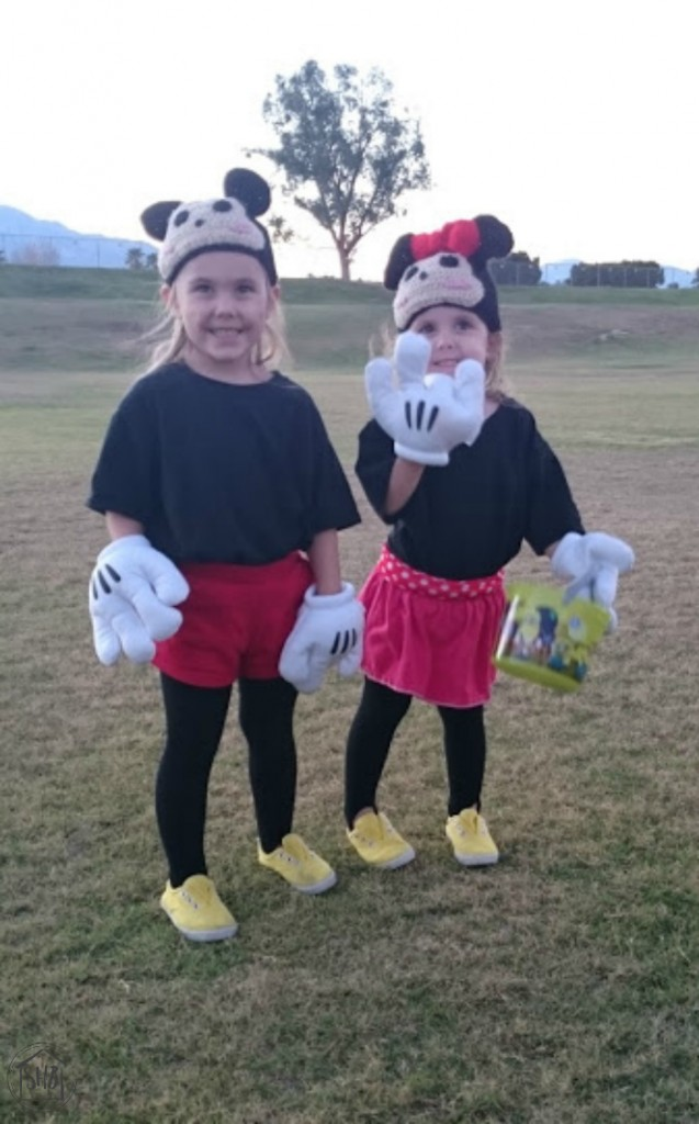 super simple tsum tsum Mickey & Minnie costumes for Halloween