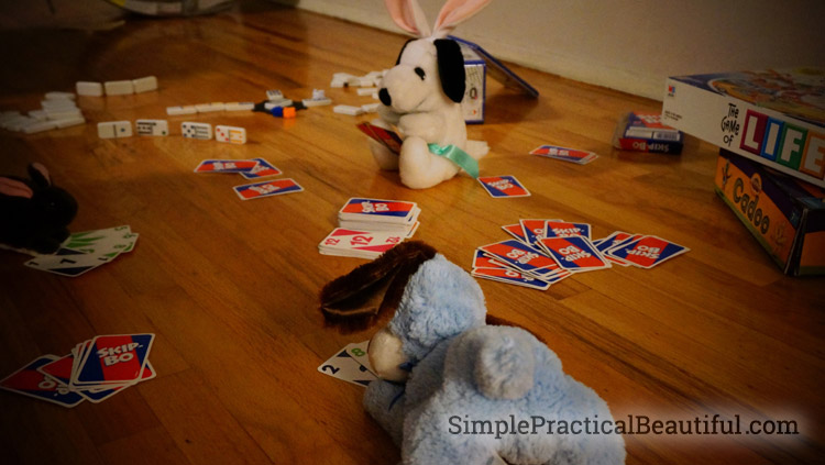 Easter magic makes stuffed animals come to life while the kids are asleep.
