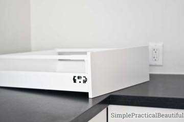 Video tutorial showing how to assemble and install an IKEA kitchen drawer | IKEA SEKTION Maximera | Cabinet building