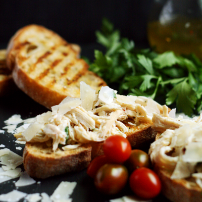 Tuscan Chicken Crostini