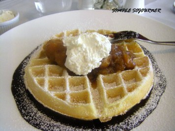 WAFFLES WITH APPLE TARTIN
