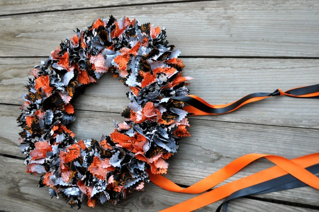 Fabric Halloween Wreath Ribbon Hanger | Simple Sojourns